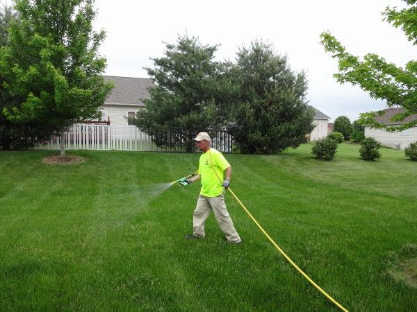Liquid fertilizer lawn application