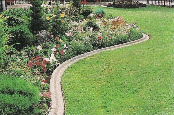 Lawn edging next to landscaping
