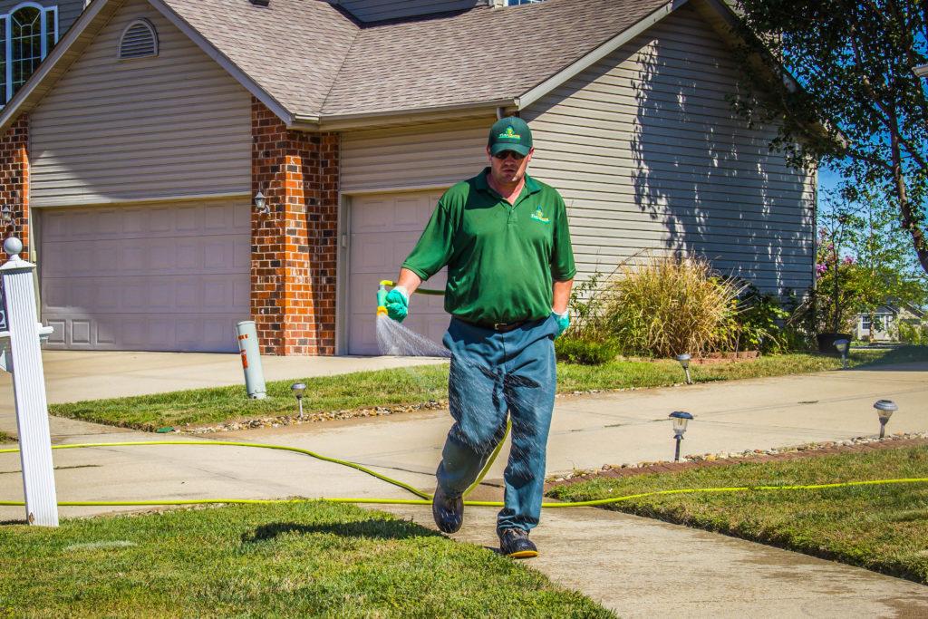 Illinois state licensed lawn care technician image